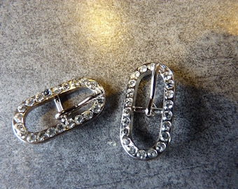 2 decorative oval belt buckles and silver metal sewing