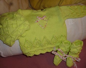 Set sweater / top hat handmade lime green heart makes wool slippers