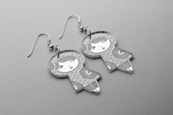 Seigaiha doll earrings with flowers - graphic kokeshi earrings - cute matriochka jewelry - lasercut acrylic mirror - sterling silver hooks