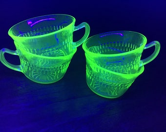 Vintage of 4 Vaseline or Mercury cups. Pattern named Roulette or many windows by anchor hocking.