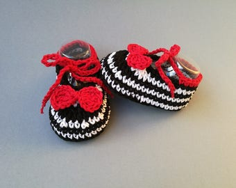 Crochet Pattern baby shoes, newborn booties, zebra moccasins