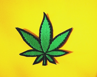 Patches embroidered in yarn weed marijuana leaf 8 cm approximately