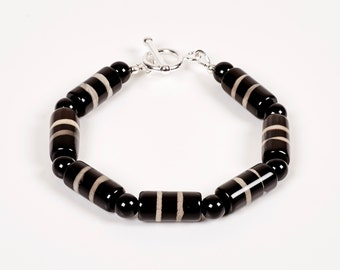 Listra - bracelet of banded agate, black onyx and sterling silver
