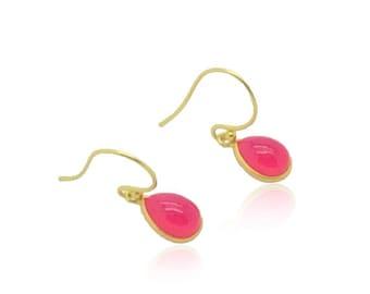 Rose boucles d'oreilles calcédoine, boucles d'oreilles pierres rose Fuchsia, boucles d'oreilles délicates, les boucles de 18 oreilles k or, cadeau de Graduation pour elle, Best cadeaux ami (e)