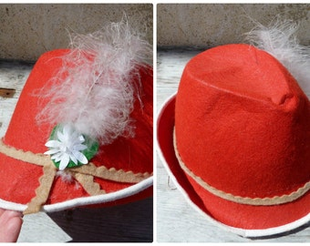 Vintage 1950/1960 French child Tyrol felt hat adorned with feather size 6 5/8