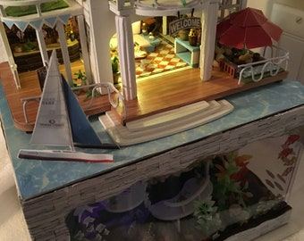 Dollhouse mini Hawaii retreat in centimeters!