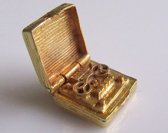 Large 9ct Gold Tape Recorder Opening Charm 5 Grams