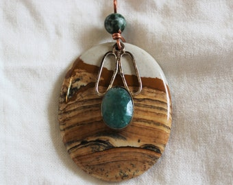 Pendant-Sandstone with 'emerald' in sterling silver