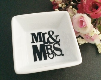 Mr & Mrs Mini Ring dish, engagement gift, wedding gift, jewelry dish,Trinket dish, anniversary gifts, couples gifts, ring holder