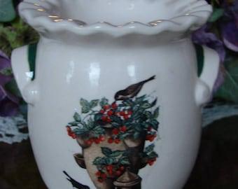 Wrens on the Strawberry Pot Tea Light Tart Melter