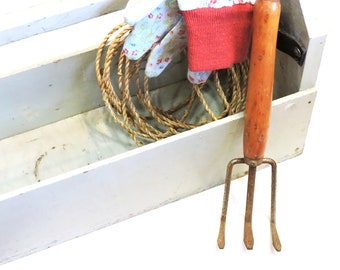 Vintage Hand Cultivator, Metal Claw Rake, Hand-Held Primitive Wooden Handle Garden Tool, Rustic Gardening Implement itsyourcountry