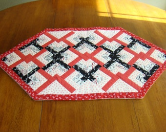 Quilted tablerunner for Spring in red, white, and black'