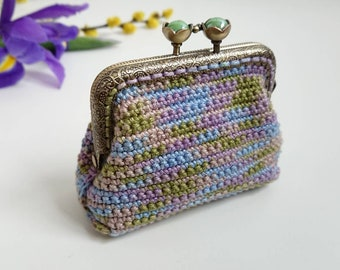 Cute crochet coin purse, vintage style floral fabric lining, kiss lock coin purse, gift for mother in law, framed purse