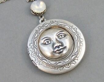 Sweet Moon,Moon,Locket,Antique Locket,Silver Locket,Moonstone,Goddess,Moonstone Necklace,Moonstone Locket,Moon,Moonstone Locket,Moon Girl