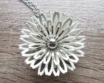 Sarah Coventry White Enamel Flower Pin Pendant Vintage Designer Brooch for Spring