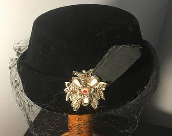 40s/50s Black VELVET PILLBOX Hat / Vintage 1950's Netted & BEADED Hat