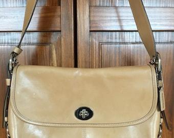 SALE ~ Vintage Coach City Bag. Vintage Leather Purse. Vintage Tan Leather Purse. Coach Crossbody Bag. Vintage Purse. Coach Purse. Handbag
