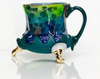 Fond vert bleu avec drippy émaillé haut vert vif et or orteils avec poignée à trois