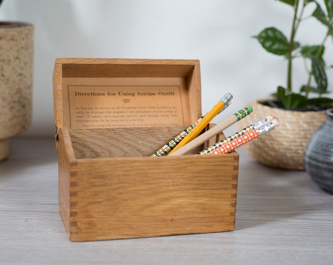 Vintage Wood Recipe Box - Vintage Oak Wood Grain Finger Joint Box - Mid Century Modern Minimalist Rustic Kitchen Storage Container