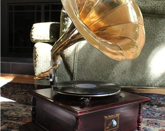 RCA Victoria Gramaphone or Gramophone w Horn Record Player Phonograph 78 RPM Non Working Decor