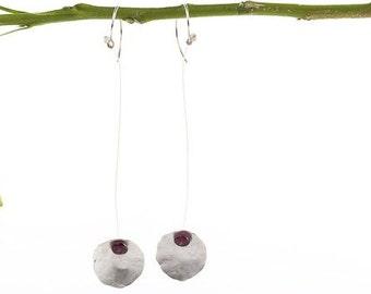 Laura Q Hanging Bloom earrrings