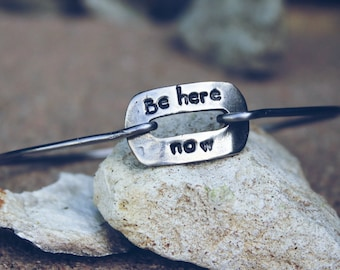 Be Here Now Bangle Bracelet / Mantra Bangle Bracelet / Be Here Now Yogi Bangle / Charm Bangle Bracelet / Gift for Yogi / Mantra Bangle