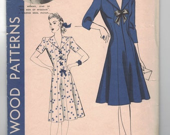 Vintage 1940s Sewing Pattern, Hollywood 716: Jane Wyman Collection, Elegant Dress with Princess Seaming, Size 14