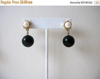 ON SALE Retro Gold Tone Black Dangling Faux Pearls Earrings 82016