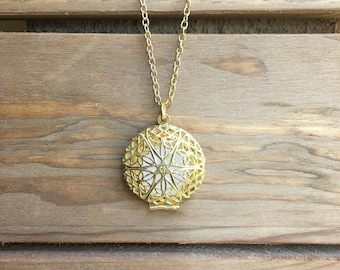 Essential Oil Diffuser Necklace, Gold 27MM
