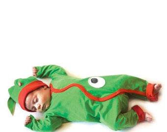 "BEEETÚ bodysuit ""Smile of a Crocodile"" + Baby hat"