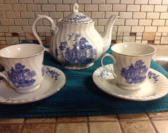 Vintage Blue Willow Robinson Design Group Teapot, Tea Cups & Saucers Japan