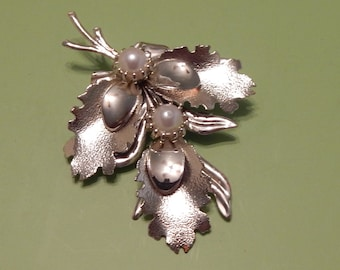 Large Silver tone Brooch pin with 3 Leaves and 2 Large faux Pearls