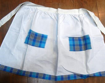 Vintage apron - 1950s or 1960s - blue and white plaid