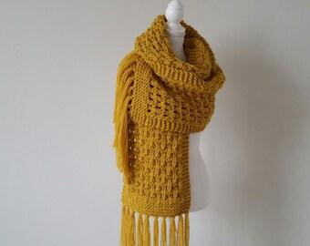 Echarpe longue XXL, tricotée main - col, cache-cou en laine, grosse maille,  chunky, jaune moutarde, foulard, capuche, snood, tricot f2f0de3fce1