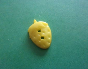 Button Strawberry shaped, embossed, lemon yellow, 2 holes - 15mmx12mm