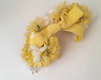 60s vintage yellow velvet and daisies hair bow comb fascinator hairpiece