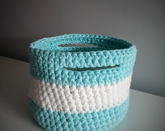 Crochet basket large format (white & blue)