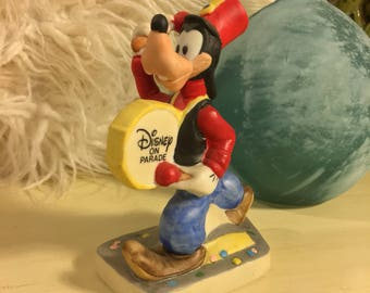 Walt Disney GOOFY Marching Band Drum Drumming Disney On Parade Vintage Ceramic Figurine