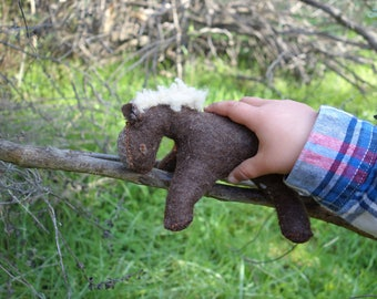 Wool felt horse // handsewn // waldorf style