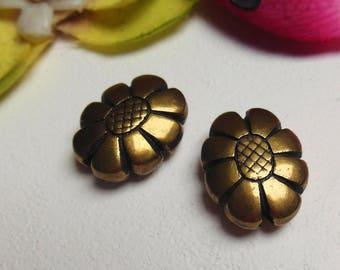 set of 2 flower shaped metal beads