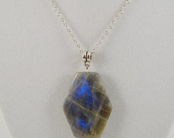Labradorite Necklace . Healing Labradorite Necklace . Root Chakra Healing Necklace . Reiki Healing Necklace . Healing Crystal Necklace