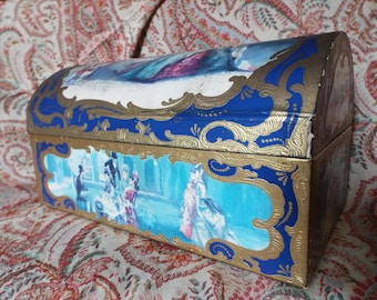 Charming Decorative Vintage 1950s French chocolate box with gold painted detail