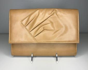 vintage retro beige clutch