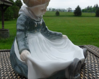 Royal Copenhagen Denmark..Lotte Benter 1958 AMAGER FANOE GIRL Figurine Pin Tray #1315..Discontinued