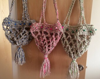 Hanging basket or plant holder. Chunky wool with wooden beads. Pink, green or blue. Gift for housewarming. Inspired by vintage macrame.