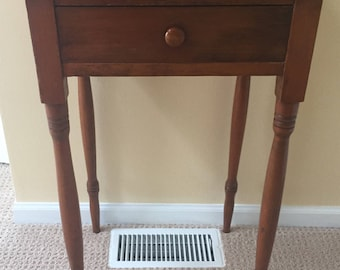 Sweet Antique Lamp/End Table