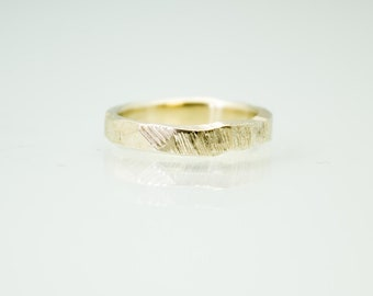Narrow bark Ring in 14ct yellow gold- wedding ring