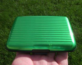 1 BOX WATERPROOF DOOR (CREDIT CARDS). GREEN.