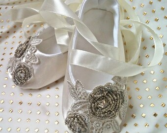 Rhinestone Ivory christening shoes Baptism Baby Lace Hand Beaded Crib Flower Girl ballerina slippers Cute wedding newborn shoes,ballet flats