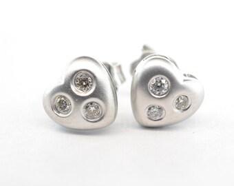 18K White Gold Diamond Heart Stud Earrings